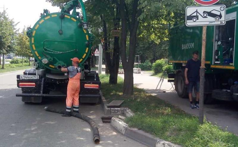 В Краснодаре расчистили 2,4 км ливневки за неделю