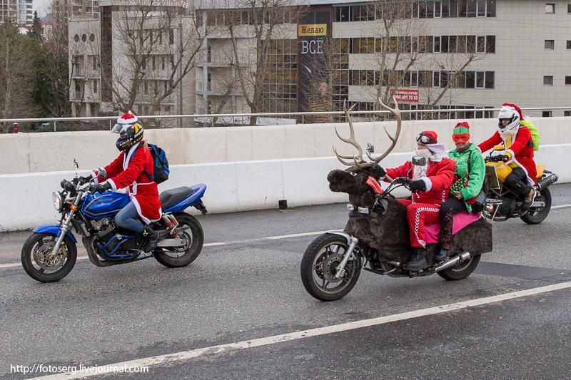 100 Дедов Морозов прокатились на мотоциклах в Сочи