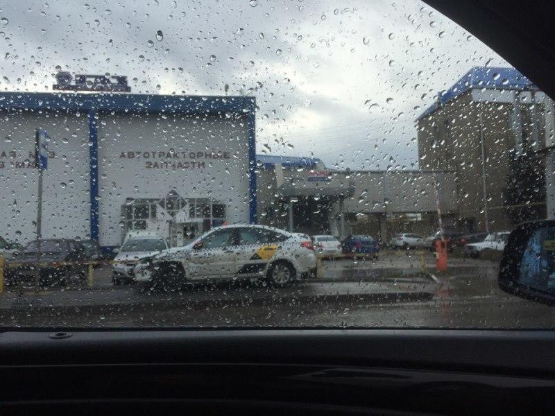 Очередная машина «Яндекс Такси» попала в ДТП в Краснодаре