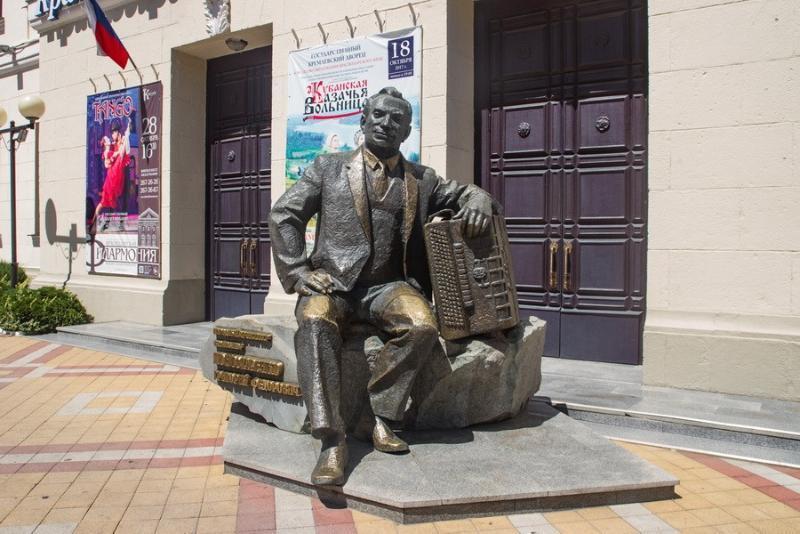 История Краснодара: как появился памятник «народному» композитору Пономаренко