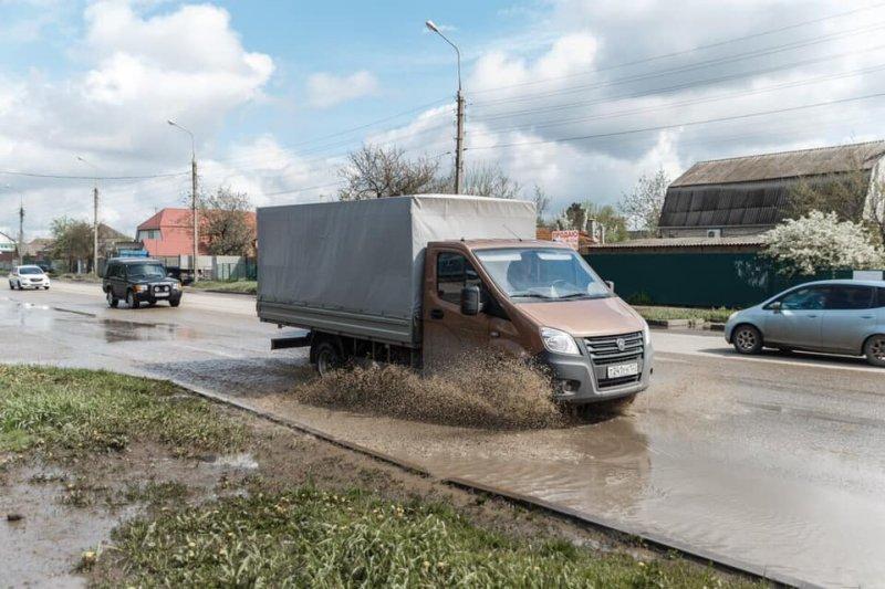 Вы будете ругаться матом: в Краснодаре на улице Российской проложат фекалку, почистят ливневку и постелят новый асфальт