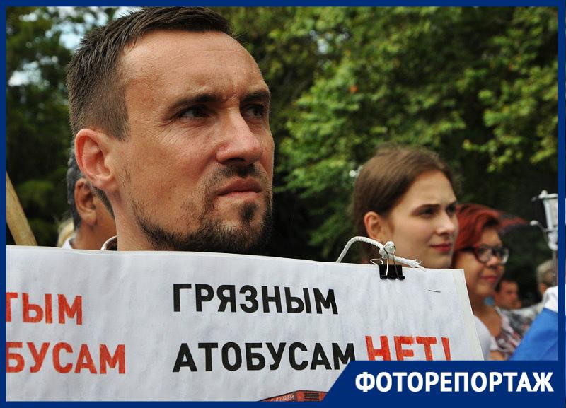 «Мы за власть, которая слышит людей»: в Краснодаре около 300 человек вышли на митинг