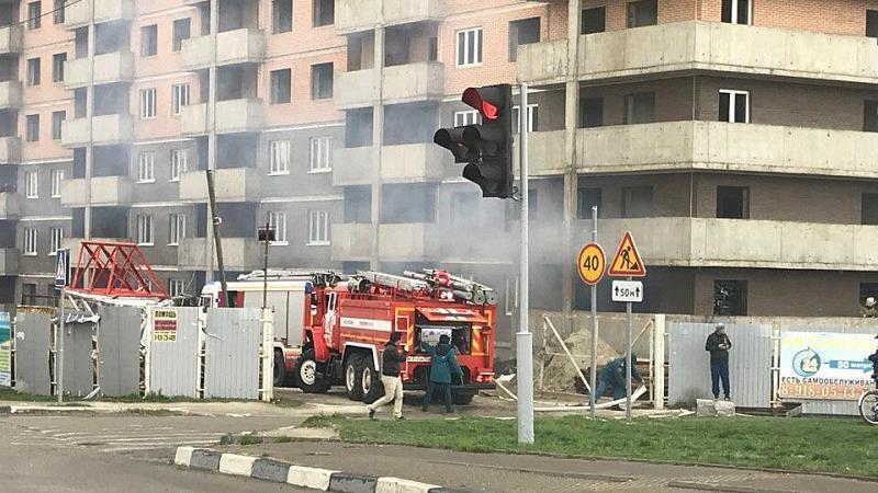 ВНовороссийске потушили пожар встроящемся доме