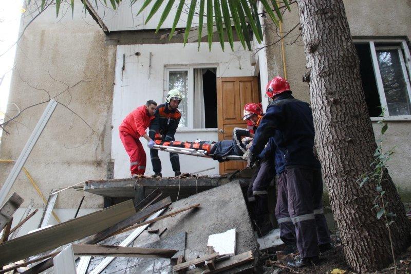 В Сочи обрушилось здание, под завалами были люди
