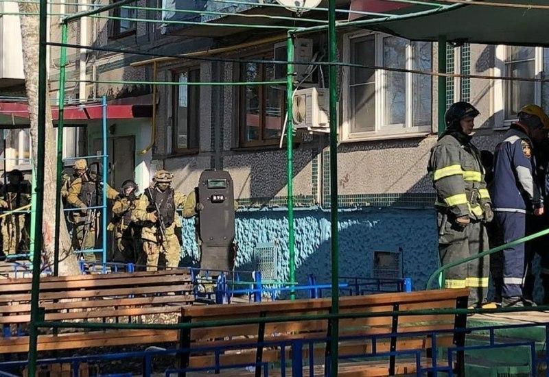Психически нездоровый мужчина с газовым баллоном грозился взорвать многоэтажку в Краснодаре