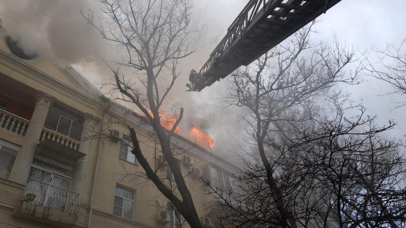 Из горящего дома эвакуировали 120 человек на Кубани