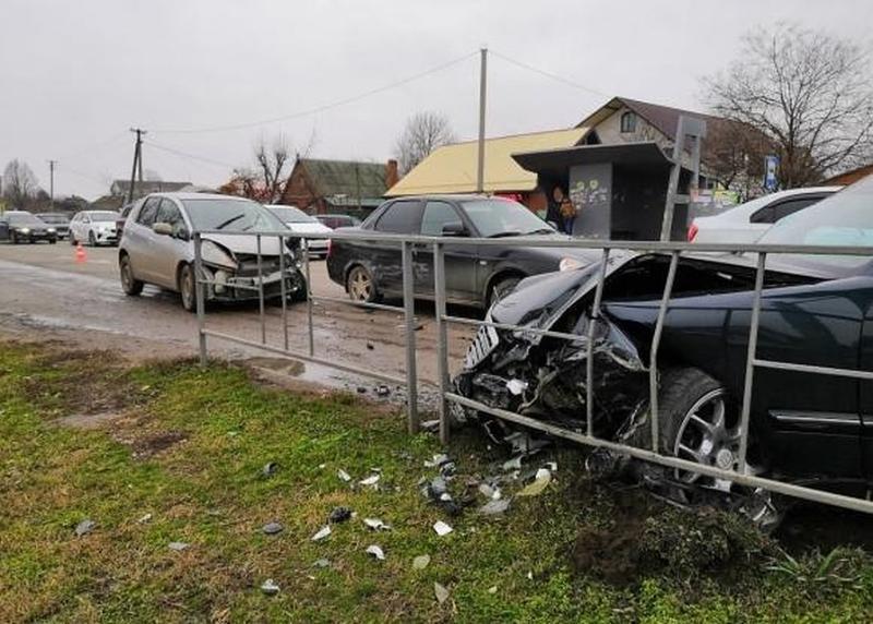Патрульный автомобиль попал в аварию на Кубани