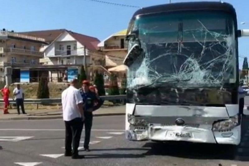 В результате ДТП с туристическим автобусом на Кубани пострадали 26 человек