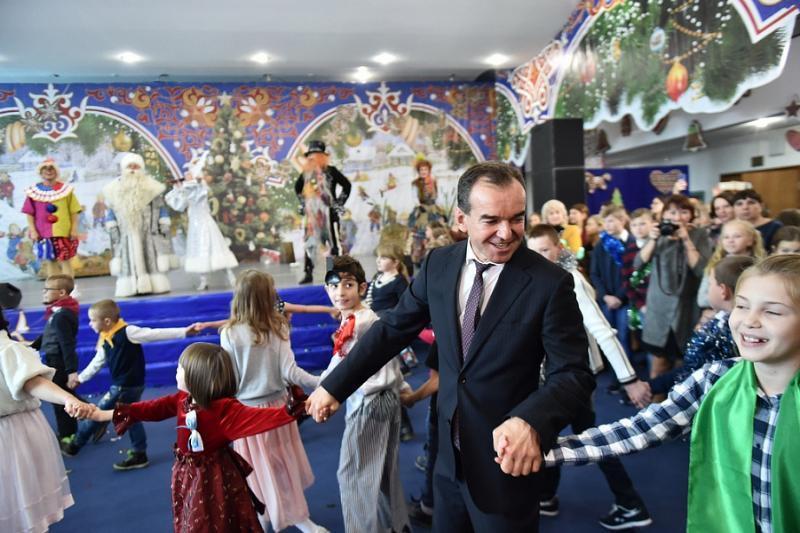 На губернаторскую елку в Краснодаре приехали больше тысячи детей