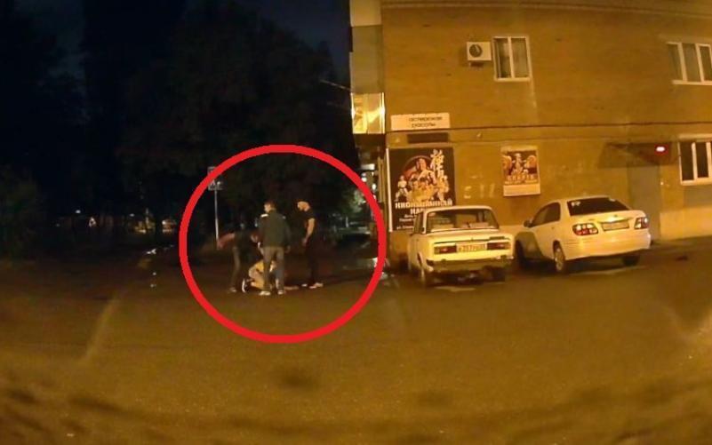 Трое мужчин избили парня в Краснодаре