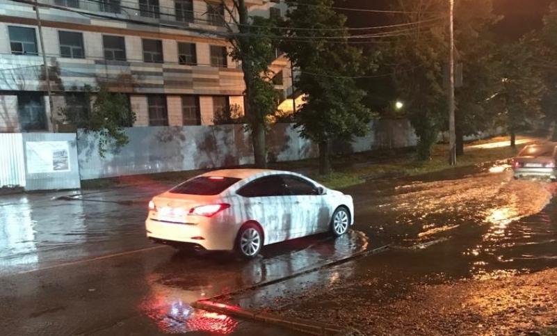 Последствия дождя в Краснодаре устранила водооткачивающая техника
