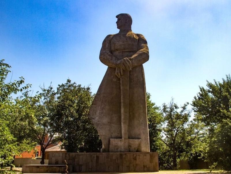 История Краснодара: что означает монумент человека-созидателя