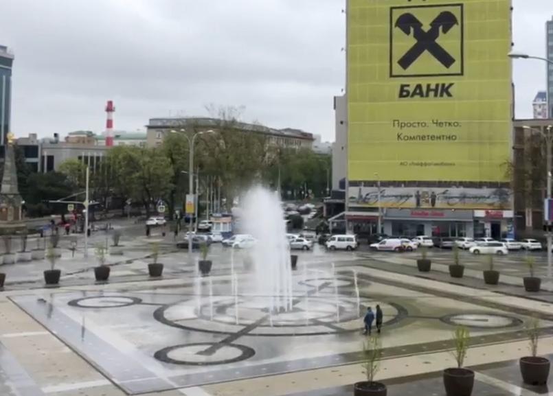 Помощник Первышова показал работу восстановленного фонтана