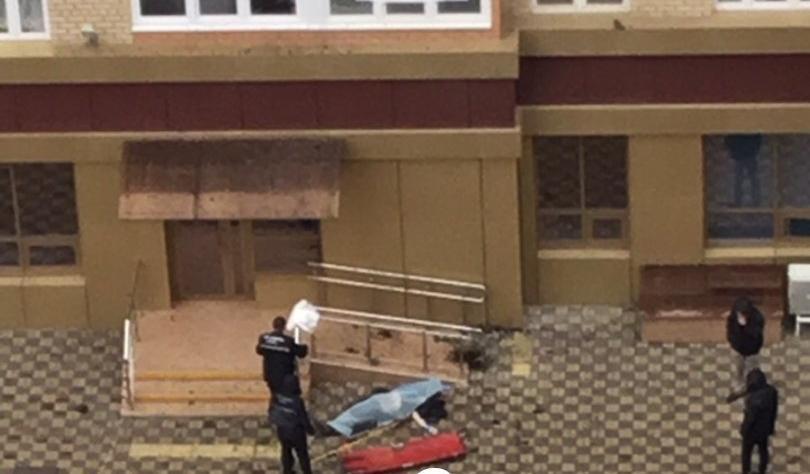 Мужчина сорвался с окна многоэтажки в Краснодаре