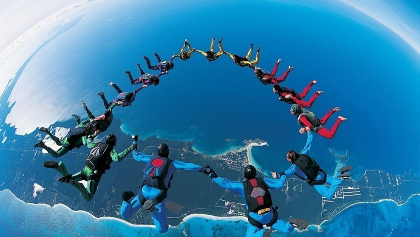Прыжок впропасть: Бейсджамперы вСочи установили мировой рекорд