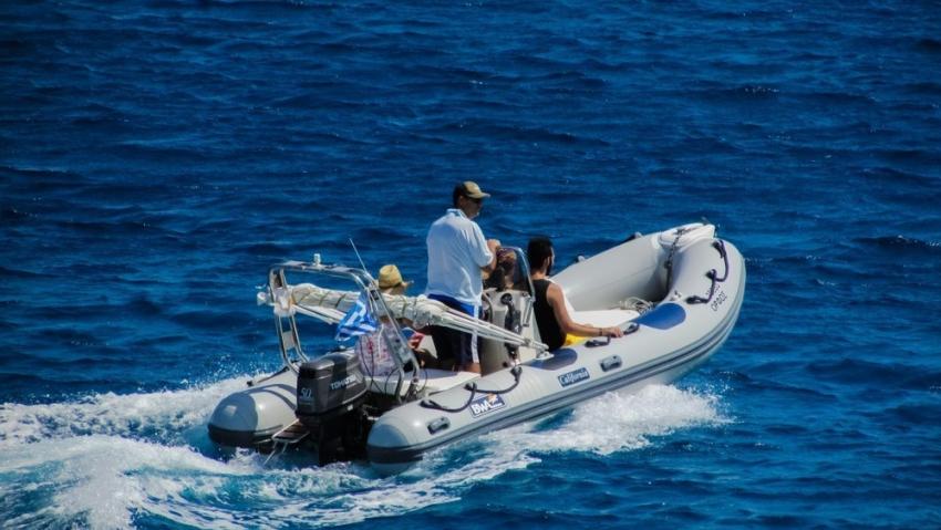 Гражданин Геленджика, управляя моторной лодкой, отсек женщине часть ноги