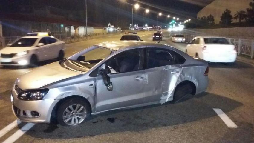 ВСочи иностранная машина после ДТП упала напассажира