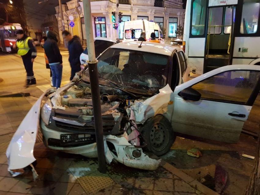 ВКраснодаре случилось  массовое ДТП савтобусом итрамваем