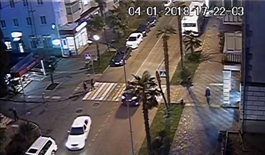 ВСочи напешеходном переходе иностранная машина сбила ребенка