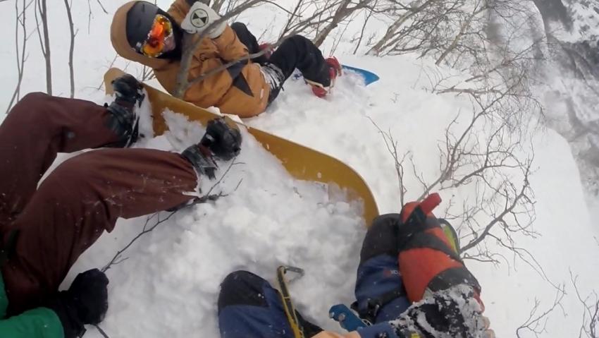 Вгорах Сочи сноубордистов спасли от смертоносного схода лавины