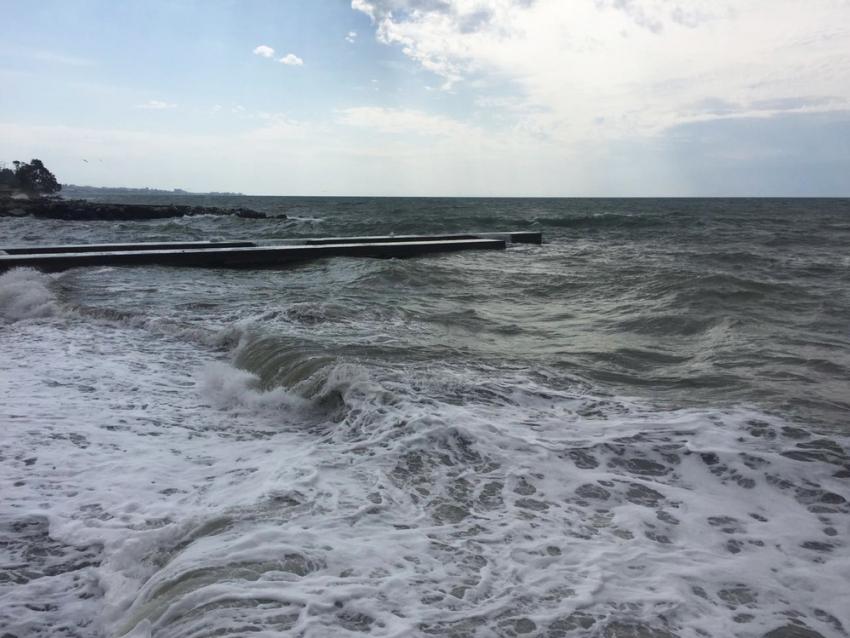 Впроцессе шторма вСочи потонул 28-летний парень