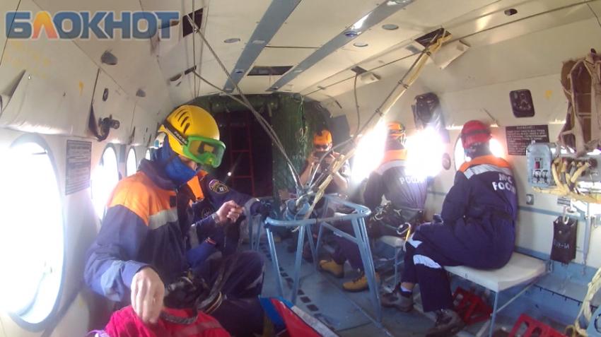 Cотрудники экстренных служб Сочи эвакуировали пострадавшего туриста навертолете