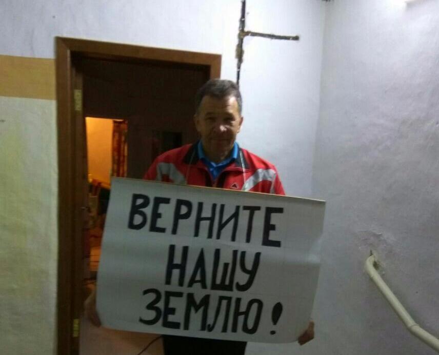 В Краснодаре задержали «вежливого фермера», развернувшего плакат для Владимира Путина