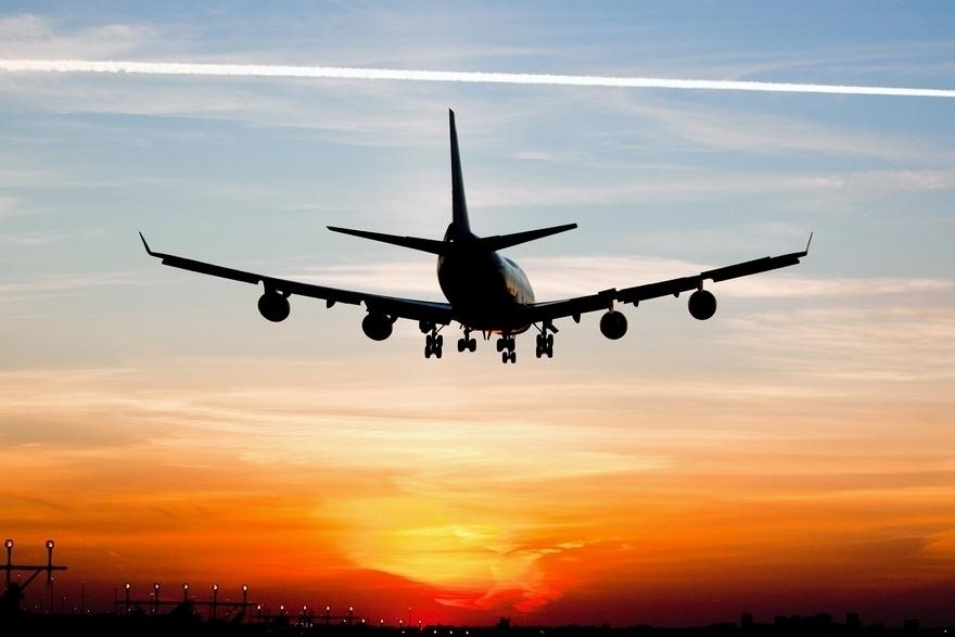 Шквальный ветер едва не унес самолет Москва-Сочи