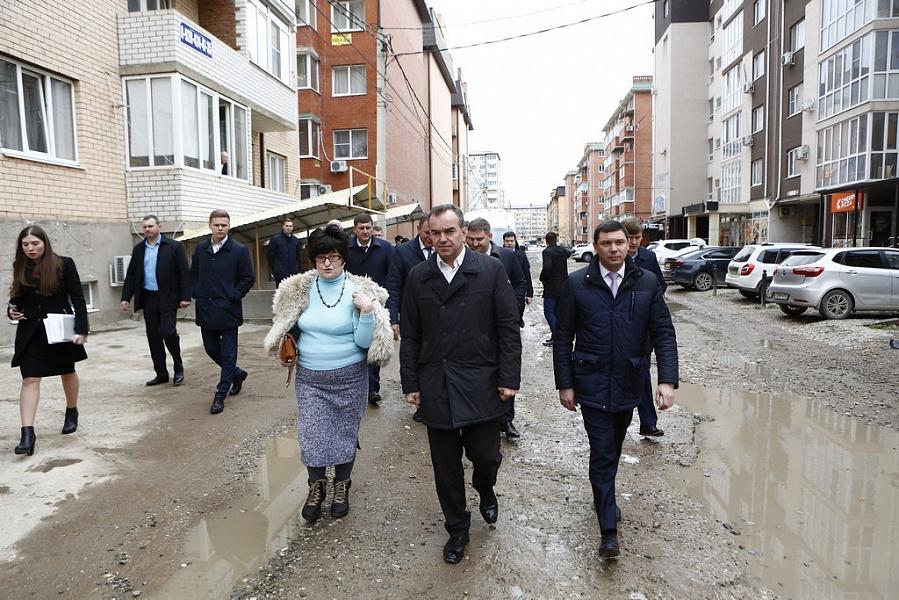«Люди здесь не живут, а выживают», - губернатор съездил в Музыкальный микрорайон Краснодара