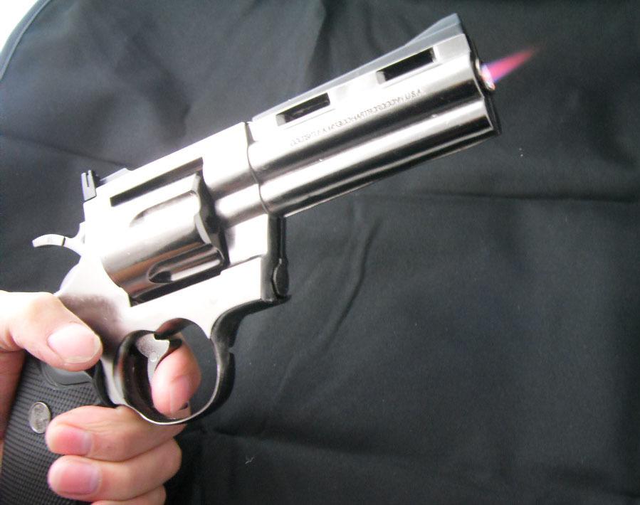 В Краснодаре 24 -летний парень совершал разбойные нападения с пистолетом-зажигалкой