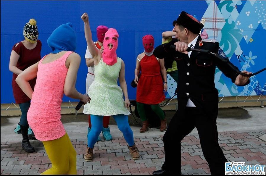Полиция закрыла уголовное дело против казаков, избивших Pussy Riot