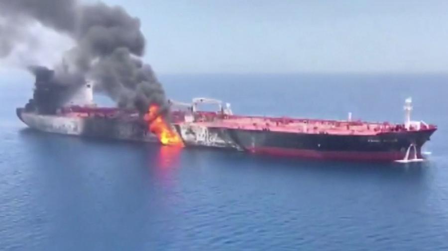 На борту горящего танкера в Оманском заливе находились 11 кубанских моряков