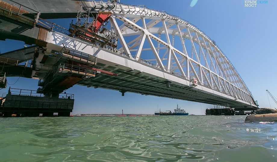 Крановщик случайно убил рабочего на мосту в Темрюкском районе