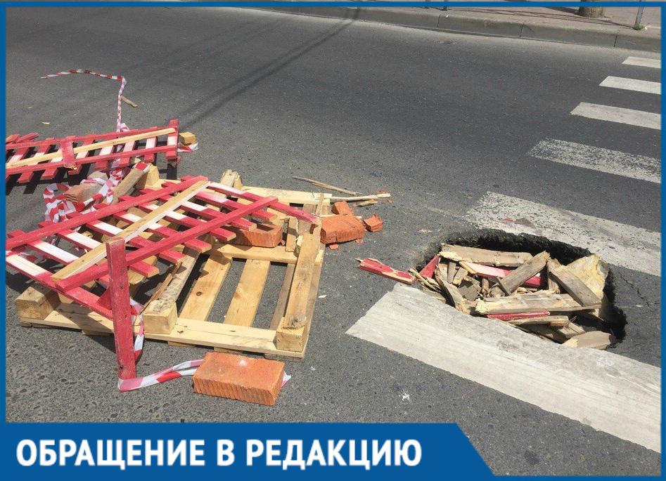 «Прикрыли дырку или прикрыли глаза на проблему»? - краснодарец возмущен ямой в центре города