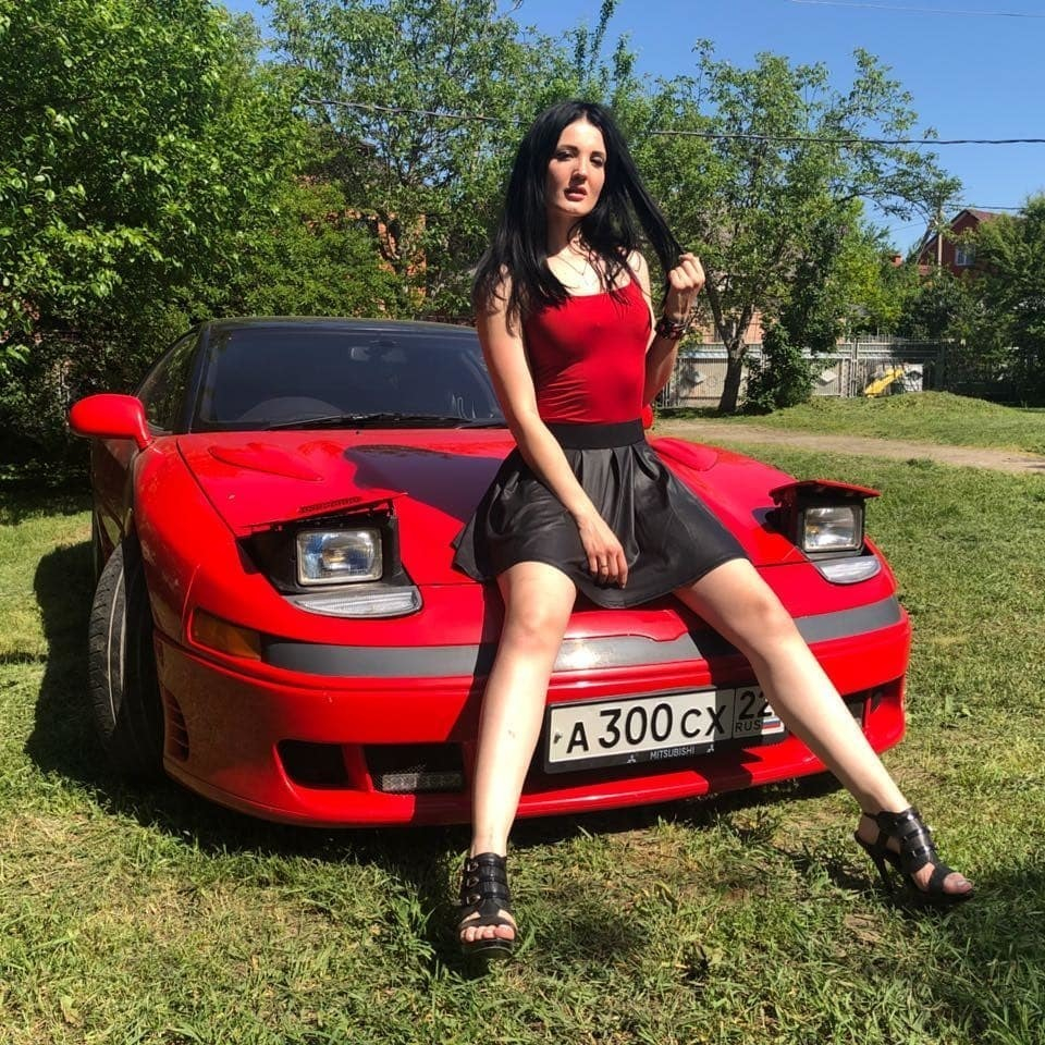 Автоблогерша на красном «японском FERARRI» не нашла страшных пробок в Краснодаре
