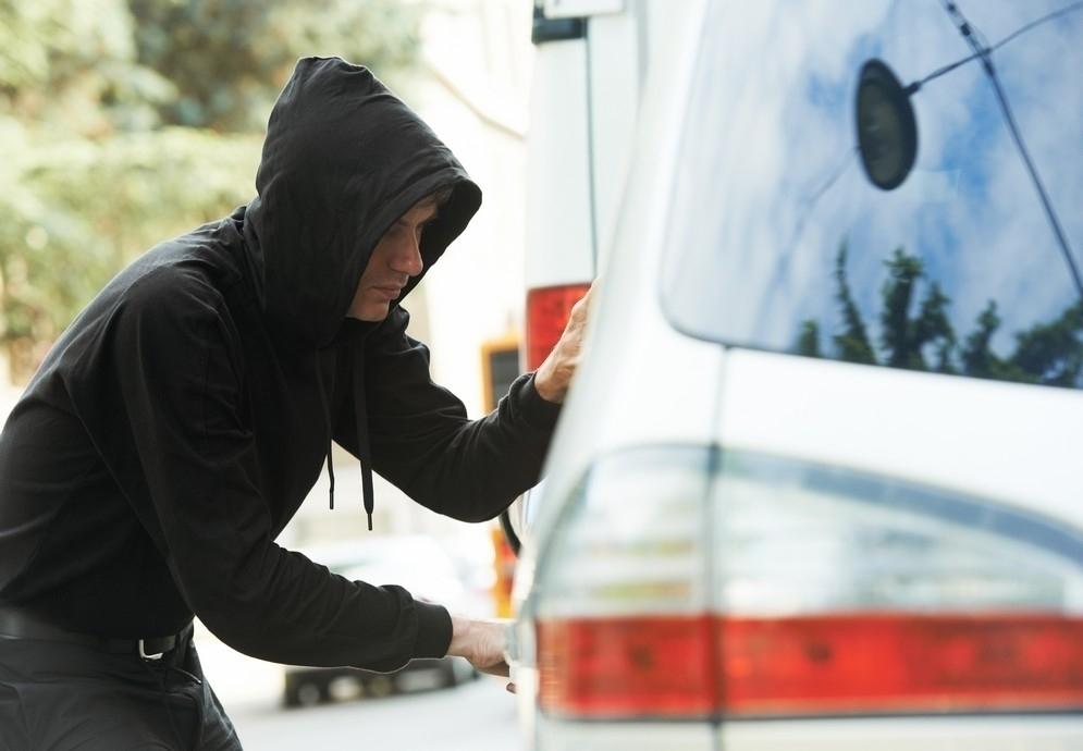 «Хотел покататься» и угнал разом два авто 19-летний житель Кубани
