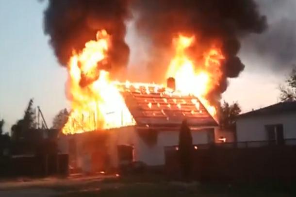 В Краснодарском крае сгорел двухэтажный жилой дом