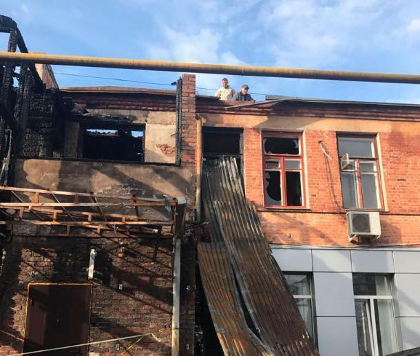 Глава Краснодара стал «Дедом Морозом» для жителей сгоревшего дома