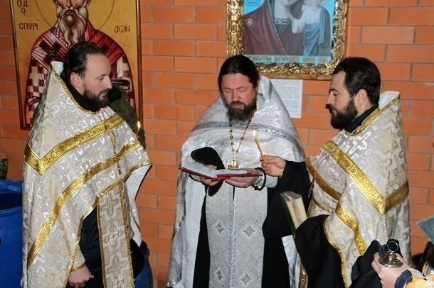 Священник из Кропоткина второй раз обвенчал мужчину с любовницей: РПЦ расторгла церковный брак