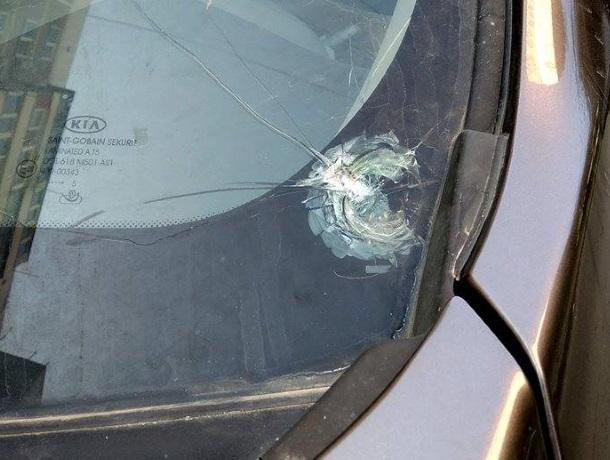 В Юбилейном районе Краснодара неизвестные стреляют по машинам