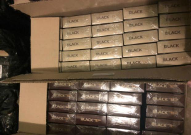 В аэропорту Краснодара задержали мужчин с 30 тысячами безакцизных пачек сигарет