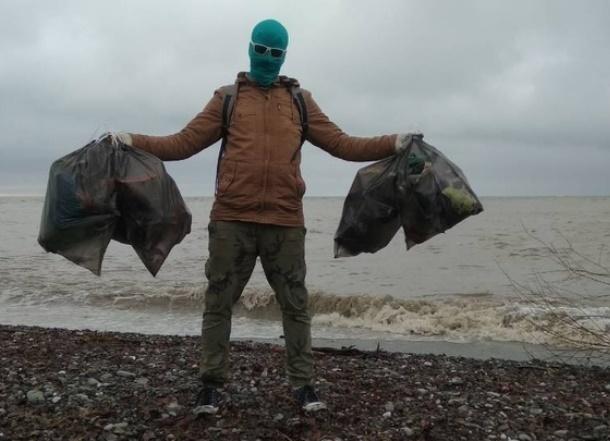 Знаменитый «Чистомэн» провел уборку на побережье Кубани