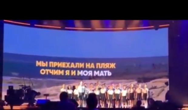Высмеивающая Геленджик песня детского хора стала хитом в сети