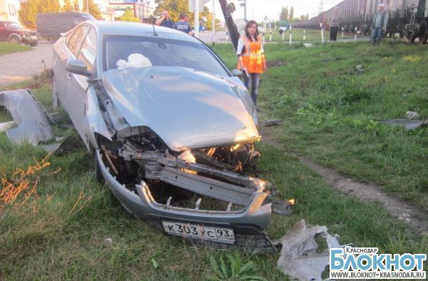 В Краснодарском крае водитель «Форда» не уступил дорогу тепловозу