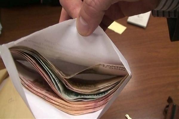 В Геленджике мужчина пытался дать взятку полицейскому в размере 100 тысяч рублей