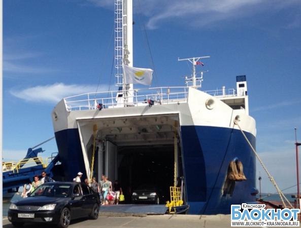 В порту Кавказ частично возобновили переправу