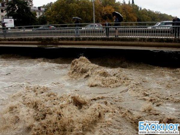 Из-за сильных дождей в Сочи объявлено штормовое предупреждение