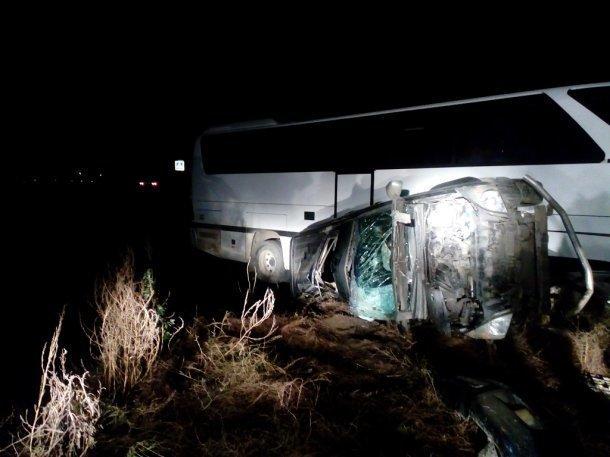 Элитный внедорожник протаранил пассажирский автобус в Темрюкском районе