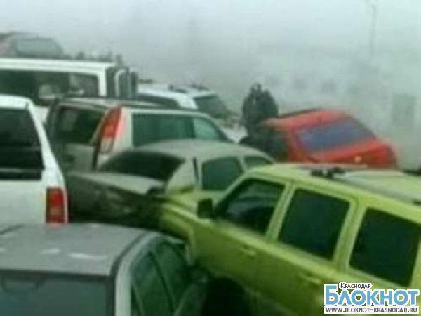 В  Краснодарском крае по уточненной информации столкнулось пятьдесят автомобилей