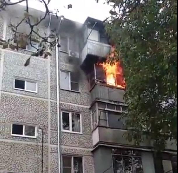 На День города в Краснодаре сгорел балкон жилой пятиэтажки